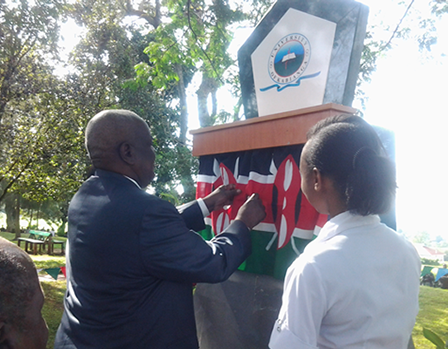 UoK Chancellor Prof.Richard Musangi Unveiling The UoK Plaque.